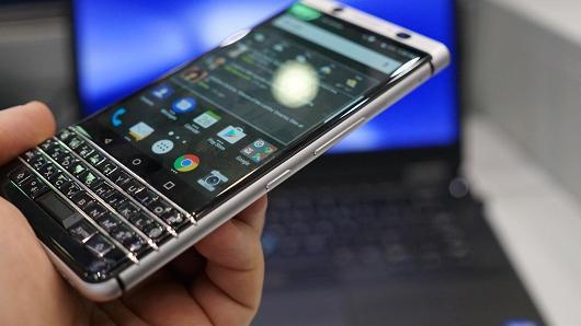 104428767-blackberry-keyone-convenience-key1.530x298